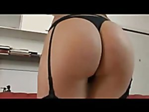 Sexy Luana exams her deep ass