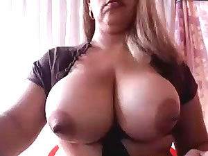 Big tit tranny star posing solo for webcam
