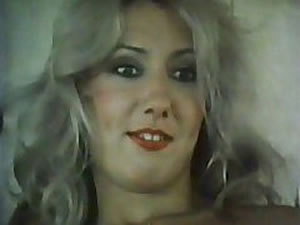 Vintage transvestite babe posing solo - tube porn video